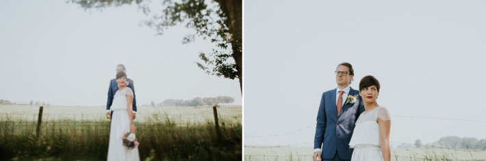 bruidspaar poseert bij it flinkeboske in friesland