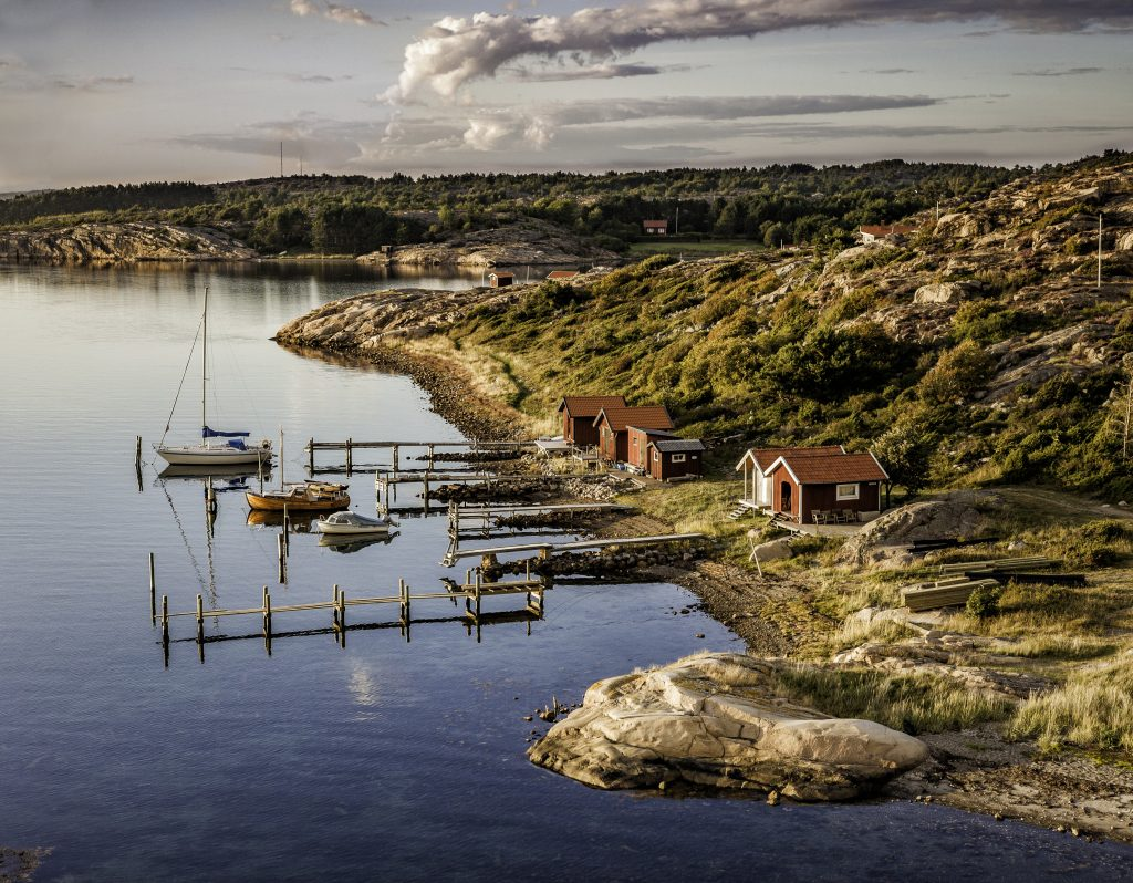 A leisurely harbour on the west coast of Sweden where small family boats rest by the boat houses. Location: Kämpersvik, Bohuslän. Per Pixel Petersson/imagebank.sweden.se